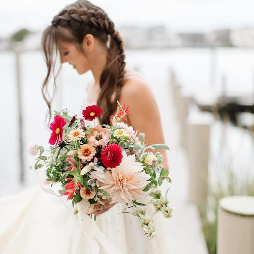 Spada Flora's bride with bouquet